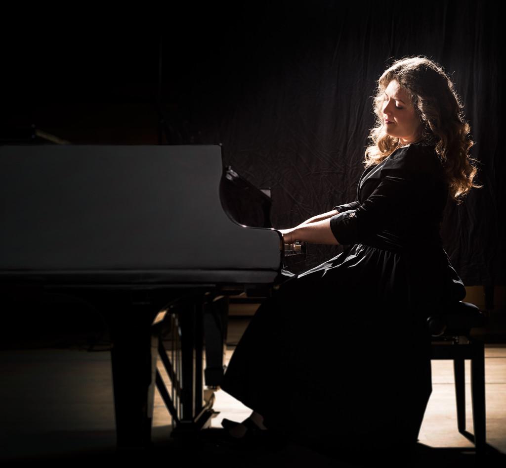 DEU, Frankfurt am Main, November 2014. Portrait Elena Gaponenko, Klavier und Cello.